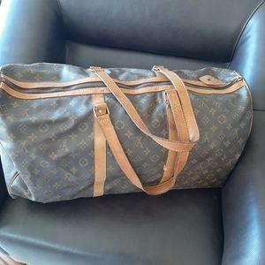 AVAILABLE - LOUIS VUITTON the Sac Duffle Bag!💗